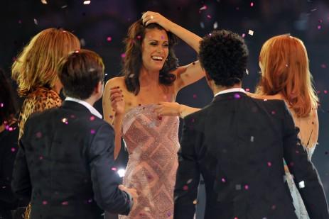 Kandidatin Alisar Ailabouni jubelt über ihren GNTM-Sieg am 10. Juni 2010 in der Lanxess-Arena in Köln. (Bild: dpa)