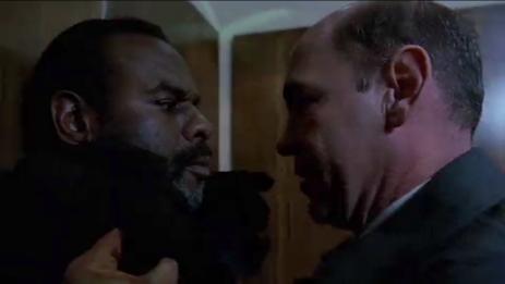 Catfight im Fahrstuhl: Skinner gegen den neuen Deep Throat.