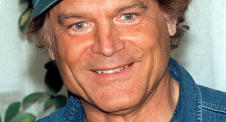 """ARCHIV - Der italienische Schauspieler Terence Hill (eigentlich: Mario Girotti) wird am 29. März 70 Jahre alt. Terence Hill («Vier Fäuste für ein Halleluja») hat sich als Schauspieler in brutalen Italo-Western und dann als Komödiant im Sattel einen Namen gemacht. Seine Karriere beschränkte der gebürtige Venezianer darauf allerdings nicht.  Foto: Thomas Lehmann dpa (zu dpa-Korr """"Der Italiener mit den stahlblauen Augen - Terence Hill 70 Jahre"""" vom 27.03.2009)  +++(c) dpa - Bildfunk+++"""